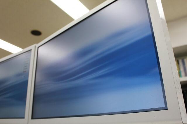 パソコンのディスプレイに謎の横線・縦線が!初心者でも対処できる直し方を解説