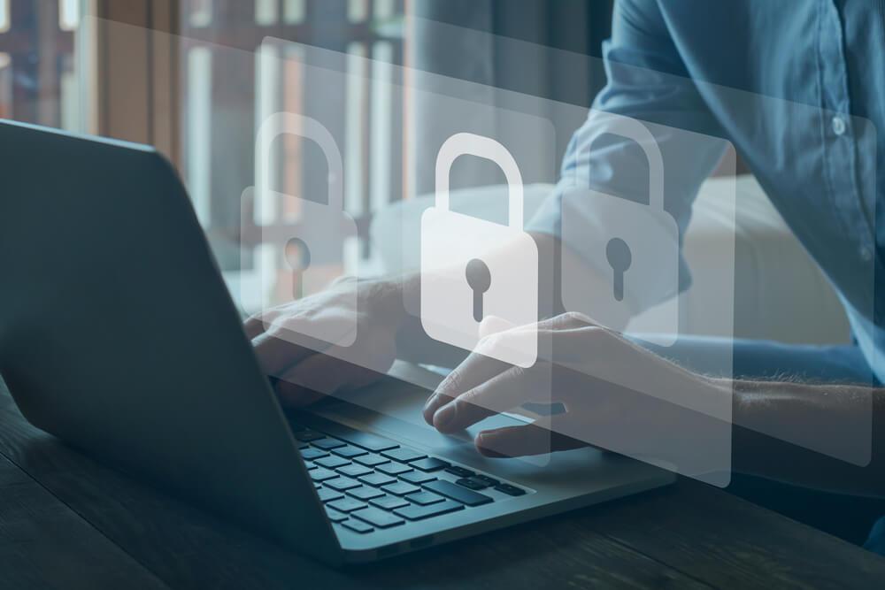 セキュリティソフトを導入する