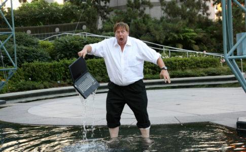 水漏れ・水没時のパソコン修理業者3選!料金やサポート内容・対応時間まで徹底比較