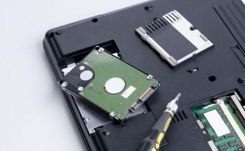 HDDからSSDへの交換方法とは?交換のタイミングや注意点も解説
