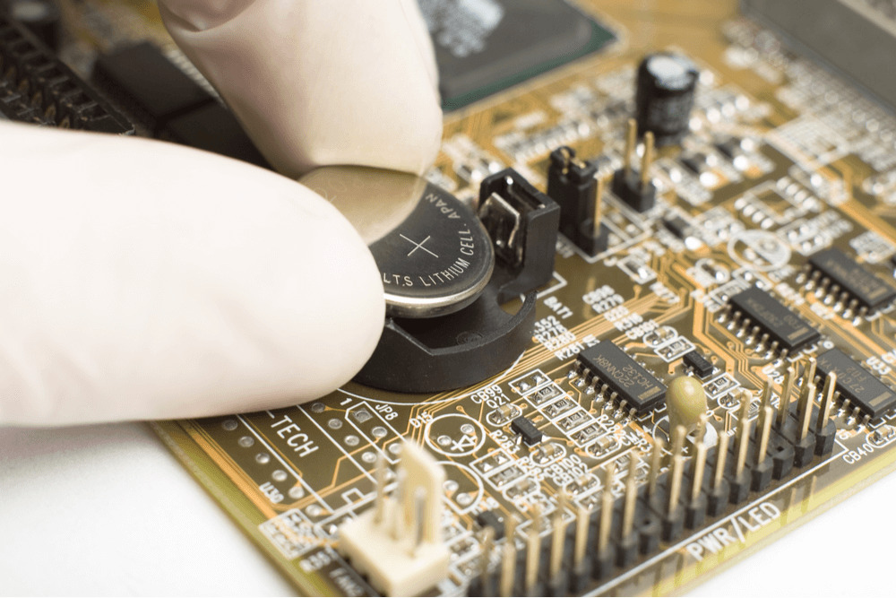 マザーボードの電池の外し方・交換方法